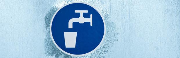 Arbeitgeber, die Ihren Mitarbeitern Duschen zur Verfügung stellen oder Klimaanlagen betreiben, sind zur regelmäßigen Prüfung auf Legionellen verpflichtet.